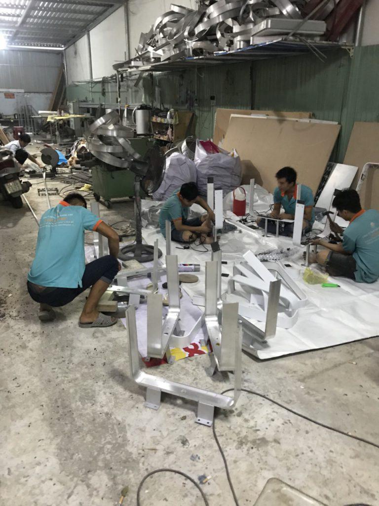 xưởng sản xuất hộp đèn hút nổi Huỳnh Gia Phát